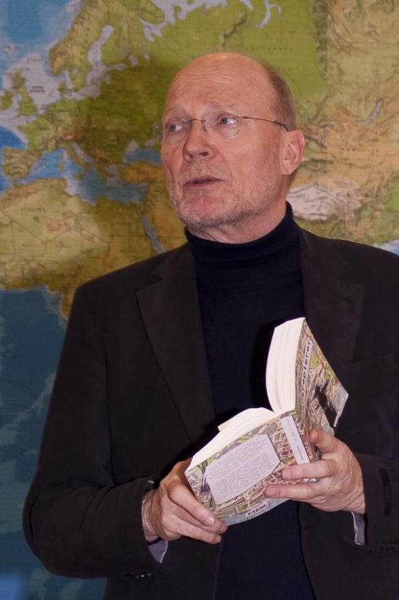 """Kollege Lorenz unterhält mit seinem Werk """"Rohrkrepierer"""""""