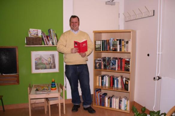 Herr Requard, Leiter von Bücher-für-den-Michel an der neuen Bücherecke